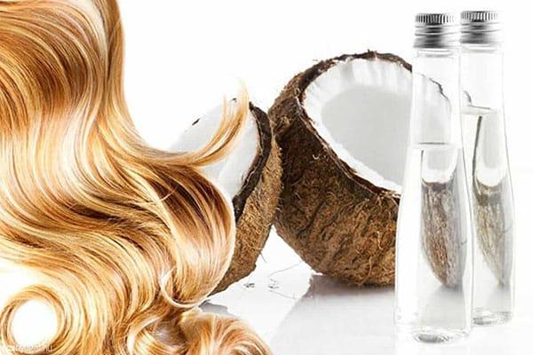 آبرسانی مو با روغن نارگیل