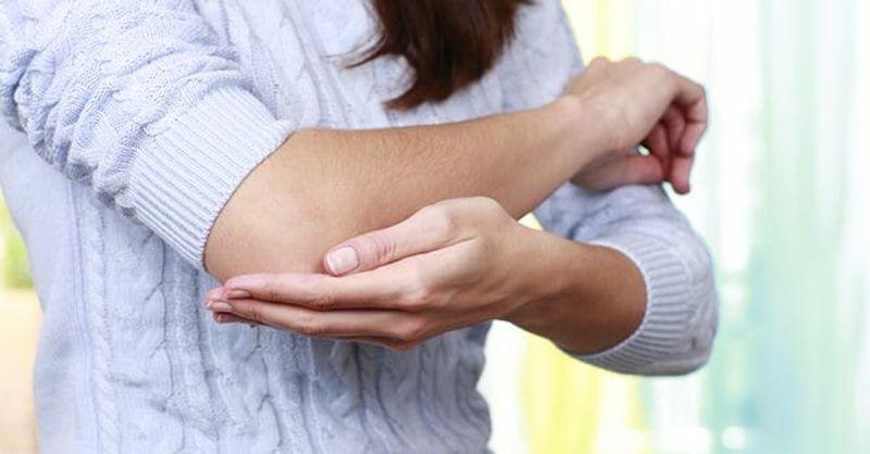 علت سیاه شدن آرنج