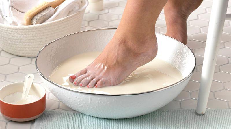 درمان ترک کف پا با جوش شیرین